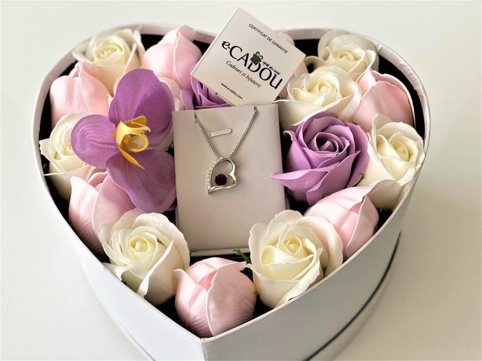 "Aranjament floral cu 17 trandafiri, lalele si orhidee din sapun SC-R144-M2  si Colier ""FOREVER"" purple 1"
