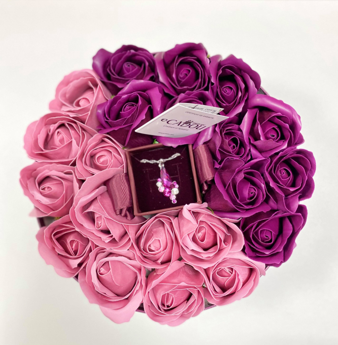 Aranjament floral cu 21 trandafiri si Colier Angel Drop, placata cu aur alb 18k [3]