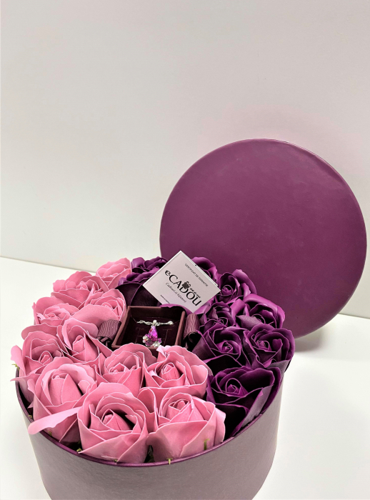 Aranjament floral cu 21 trandafiri si Colier Angel Drop, placata cu aur alb 18k [2]