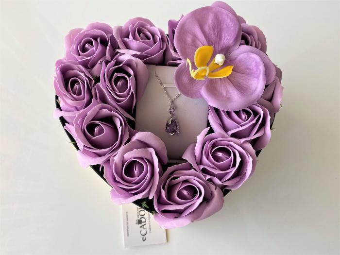 "Aranjament floral cu 12 trandafiri si o orhidee din sapun SC-R142-M3  si Colier ""LOVE HEART "" violet [2]"