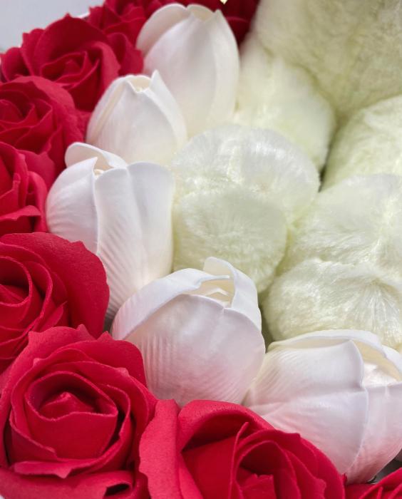 Aranjament floral cu 23 flori din sapun SC-R142-M1  si ursulet din plus [1]
