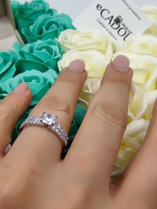 Set CADOU Regal White 18cm cu cristale placat cu aur 18k  si  aranjament floral 31 trandafiri din sapun [1]