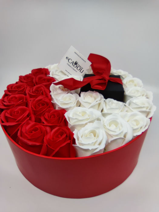 Pachet cadou cu 31 trandafiri din sapun rosii si albi  AC-R320-01 Expensive Heart red [2]