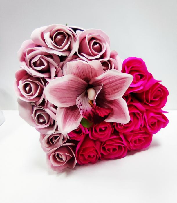 Pachet cadou cu 17 trandafiri din sapun roz si albi  AC-R315  inima [0]