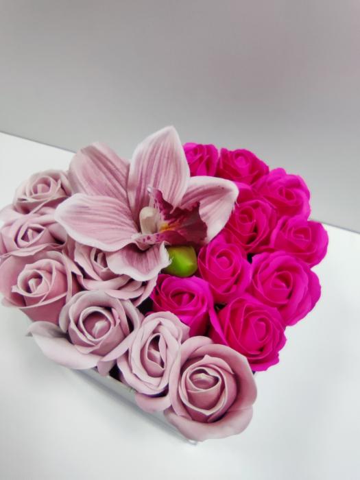Pachet cadou cu 17 trandafiri din sapun roz si albi  AC-R315  inima [2]