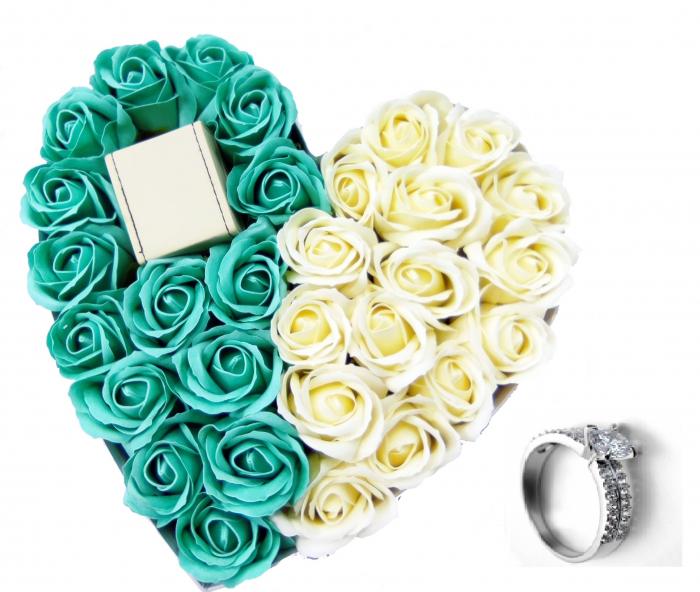 Set CADOU Regal White 18cm cu cristale placat cu aur 18k  si  aranjament floral 31 trandafiri din sapun [0]