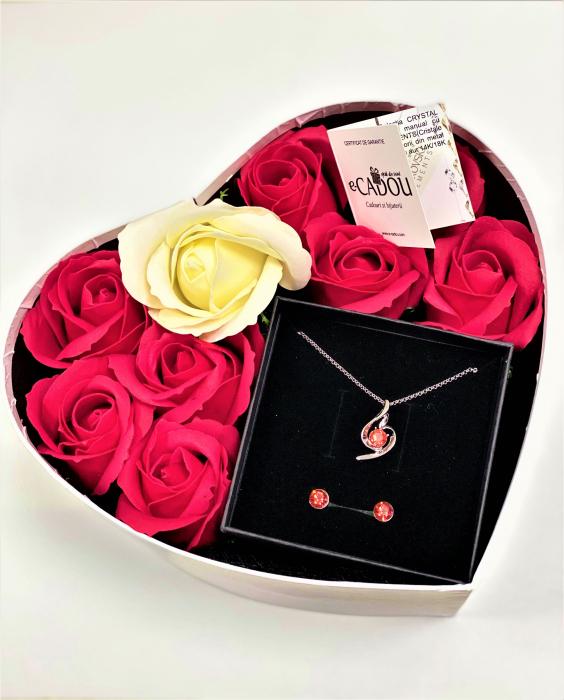 Aranjament floral cu 9 trandafiri de sapun si Set SOFT rosu cu cristale, placat cu aur alb 18k [0]