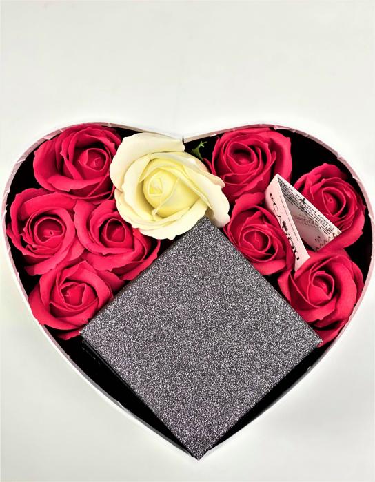 Aranjament floral cu 9 trandafiri de sapun si Set SOFT rosu cu cristale, placat cu aur alb 18k [1]