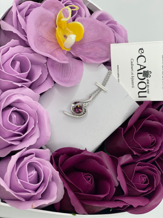 Aranjament floral cu 13 trandafiri si orhidee din sapun R13MP-M3 si Colier OFT purple [1]