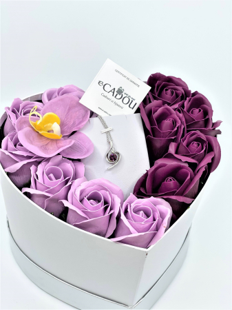 Aranjament floral cu 13 trandafiri si orhidee din sapun R13MP-M3 si Colier OFT purple [0]