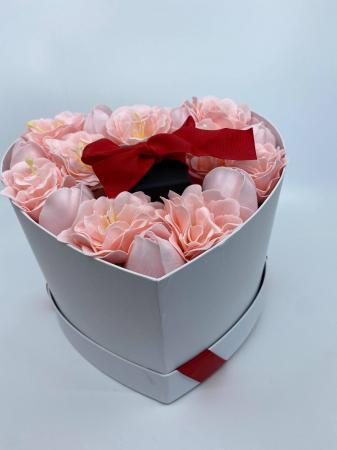 Aranjament floral cu 15 anemone si lalele din sapun R15AL-M2 si Colier EXPENSIVE Heart rosu [3]