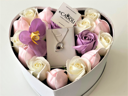 "Aranjament floral cu 17 trandafiri, lalele si orhidee din sapun SC-R144-M2  si Colier ""FOREVER"" purple1"