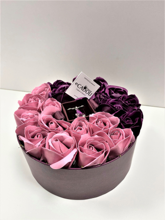 Aranjament floral cu 21 trandafiri si Colier Angel Drop, placata cu aur alb 18k [0]