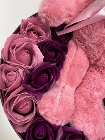Aranjament floral cu 23 flori din sapun SC-R143-M1  si ursulet din plus [1]