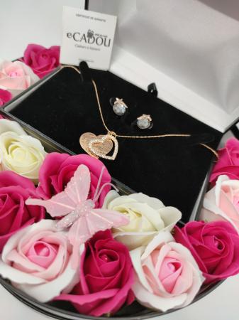 Pachet cadou cu 15 trandafiri din sapun AC-R153-M2 Luxury Love