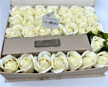 Aranjament floral cu 29 trandafiri din sapun DR29TG-M1 si 5 Cercei Shambala [3]