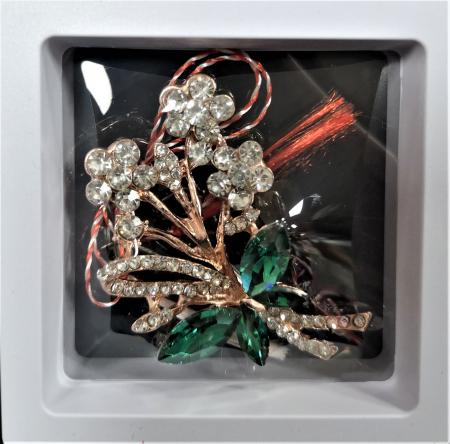Broșă cu model Fluture si floricele cu pietre  verzi0