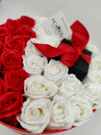 Pachet cadou cu 31 trandafiri din sapun rosii si albi  AC-R320-01 Expensive Heart red [1]