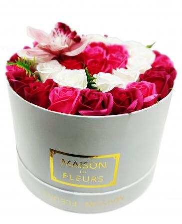 Pachet cadou cu 41 trandafiri din sapun si orhidee AC-R201-M1