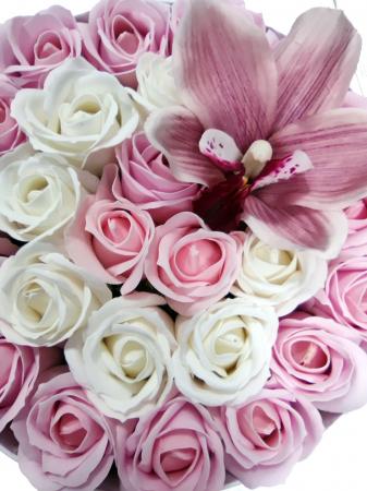 Pachet cadou cu 25 trandafiri din sapun si orhidee AC-R21-M1 [2]