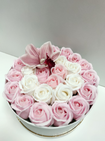 Pachet cadou cu 25 trandafiri din sapun si orhidee AC-R21-M1 [1]