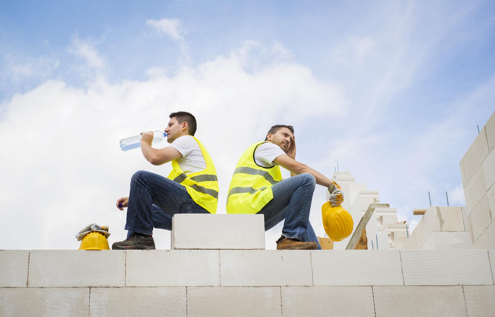 Echipamentul de protectie pentru constructii pe timp de vara