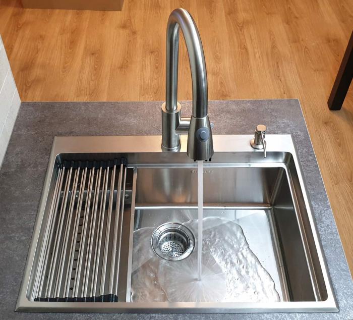 Chiuveta bucatarie inox CookingAid HERA TOP cu dozator detergent, scurgator vase/paste/fructe, gratar rulabil inox, tocator lemn Sapele + accesorii montaj [0]