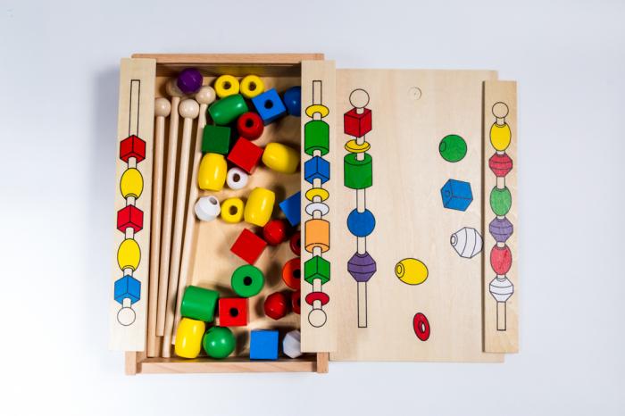 Joc educativ cu bilute - frigarui din lemn 0