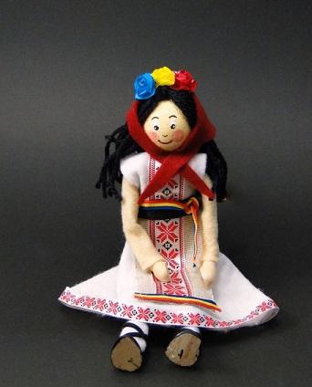 Set creativ - papusa fata in costum national cu elemente din lemn 0