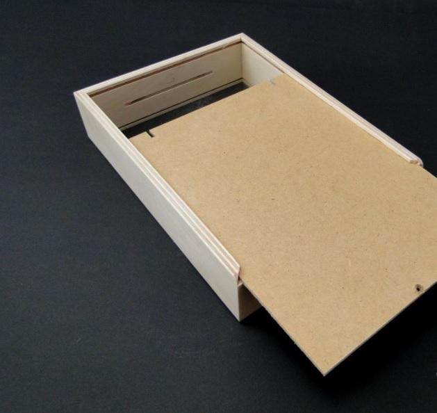 Pusculita din lemn cu fereastra - shadow box 2