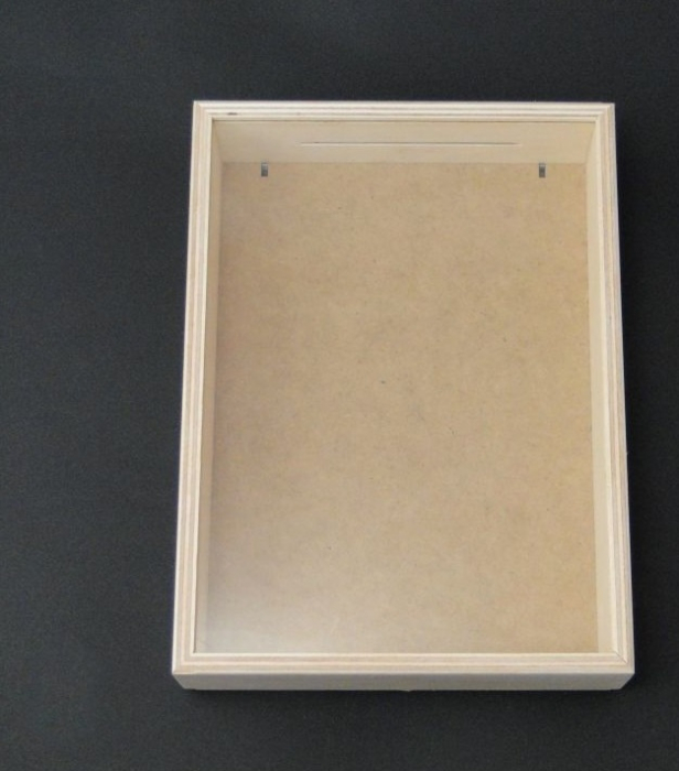 Pusculita din lemn cu fereastra - shadow box 1