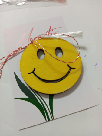 Figurina din lemn fata zambitoare - smiley1