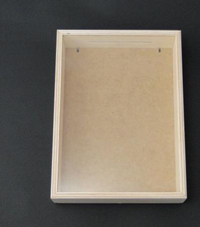 Pusculita din lemn cu fereastra - shadow box1