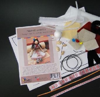 Set creativ - papusa fata in costum national cu elemente din lemn1