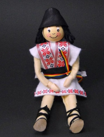 Set creativ - papusa baiat in costum national cu elemente din lemn [0]