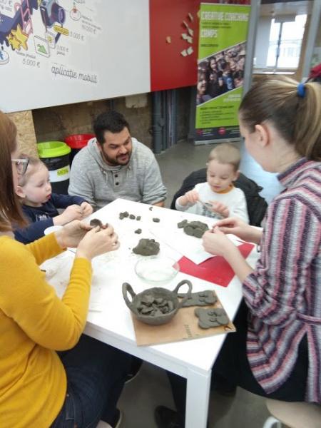Atelier Senzorial de Modelaj cu Lut, recomandat copiilor +2 ani