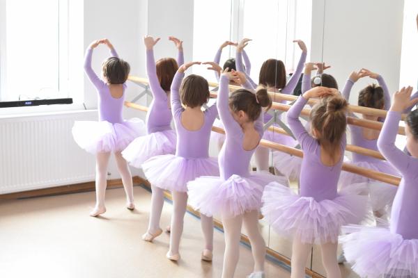 Scoala de balet pentru copii pe perioada verii