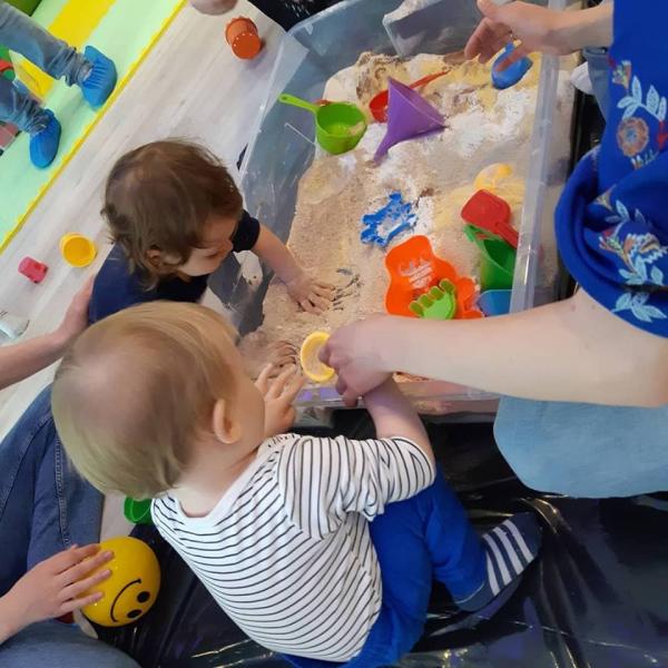 Joaca cu bebelusii – Stimularea si dezvoltarea achizitiilor motorii si cognitive (9 luni - 2 ani)