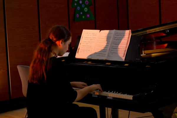 Lectii de pian pentru copii in Bucuresti - Clubul de pian 3