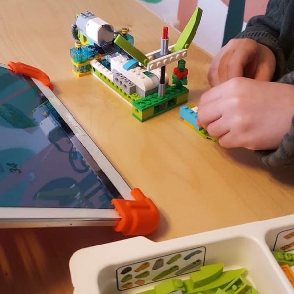 Lectii distractive de robotica pentru cei mici in Bucuresti - Fabrilabo 0