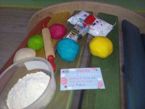 Atelier de modelat cu aluat viu colorat (2 - 5 ani)