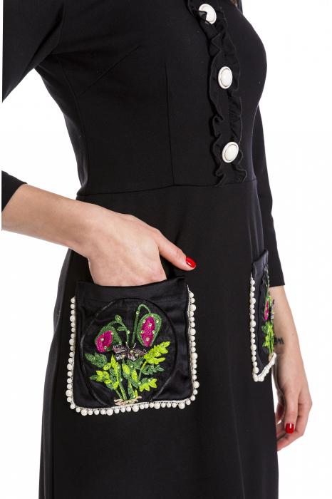 Rochia Maria neagra cu guler din catifea si perlute [3]