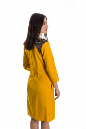 Rochie Naty galbena cu plasa colorata aplicata pe umeri [3]