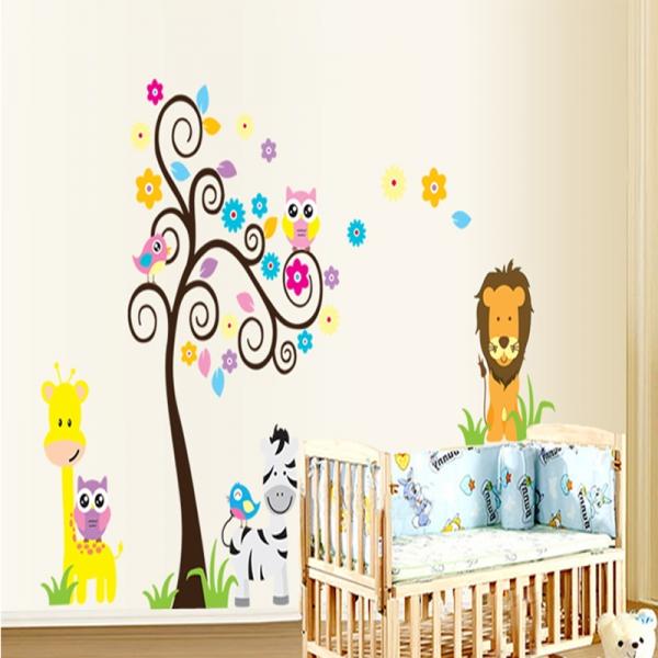 Autocolant decorativ - Copac carliontat si animalute 2
