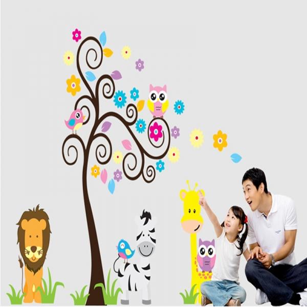 Autocolant decorativ - Copac carliontat si animalute 4