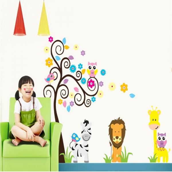 Autocolant decorativ - Copac carliontat si animalute 0