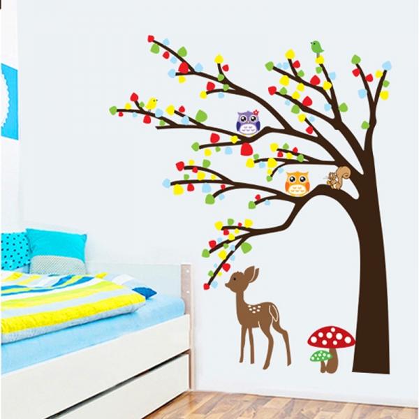 Sticker de perete camera copilului - Caprioara in padure 0