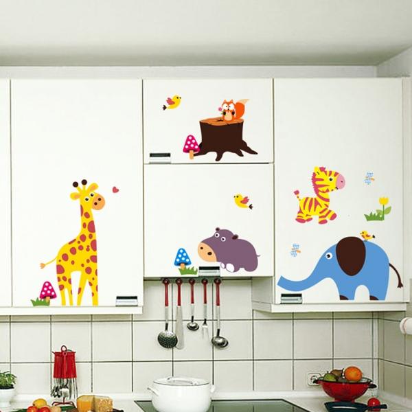 Sticker decorativ - Maimute in copaci, elefant si girafa 2
