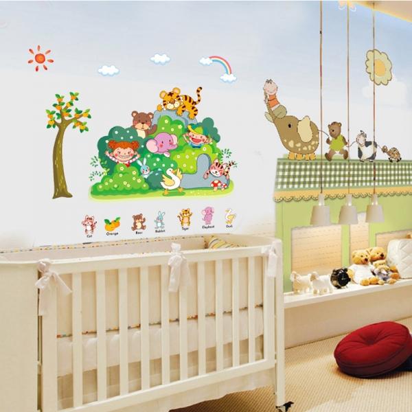 Sticker perete copii - Tufisul verde cu animalute 2