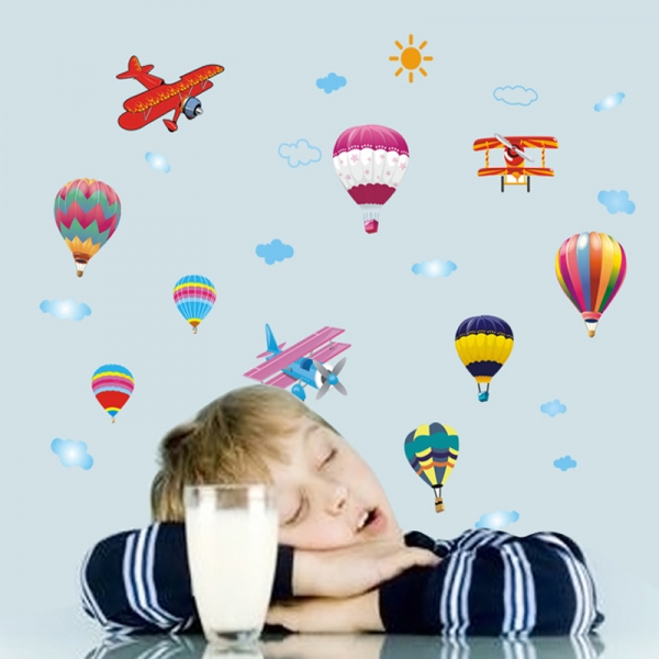 Sticker perete pentru camera copilului - Baloane si avioane 4